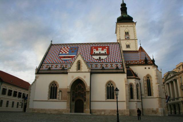 「ザグレブにある可愛らしいカトリック教会「聖マルコ教会」」のフリー写真素材を無料ダウンロード