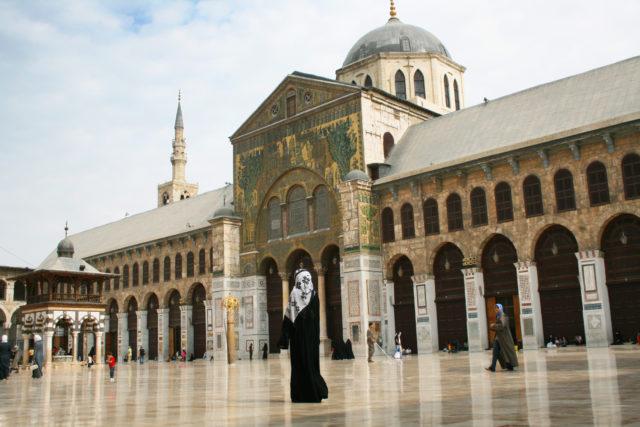 「世界最古の町ダマスカスの「ウマイヤドモスク」を訪れる」のフリー写真素材を無料ダウンロード
