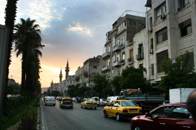 「ダマスカスの夕暮れと街並み」のフリー写真素材を無料ダウンロード