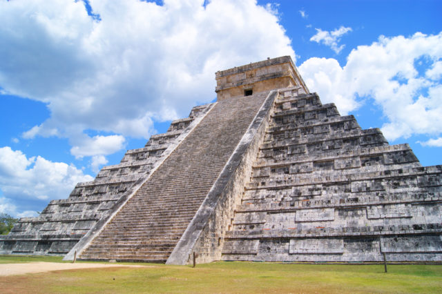 Free stock photos of [Chichen Itza, the magnificent site of the Maya civilization]