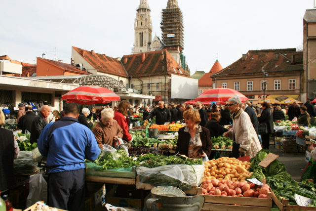 Free stock photos of [Fruit and vegetable market near the Cathedral of Zagreb (Draz Market)]